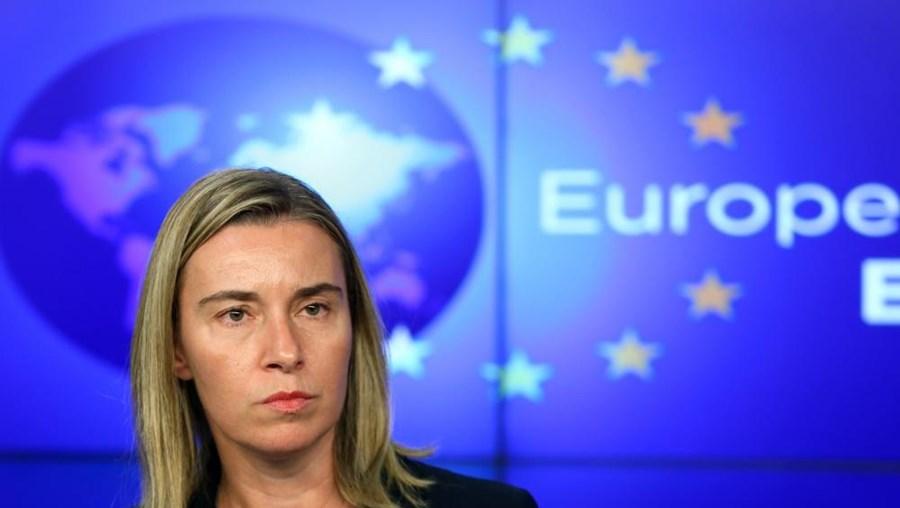 Federica Mogherini propôs que se debatesse a crise ucraniana