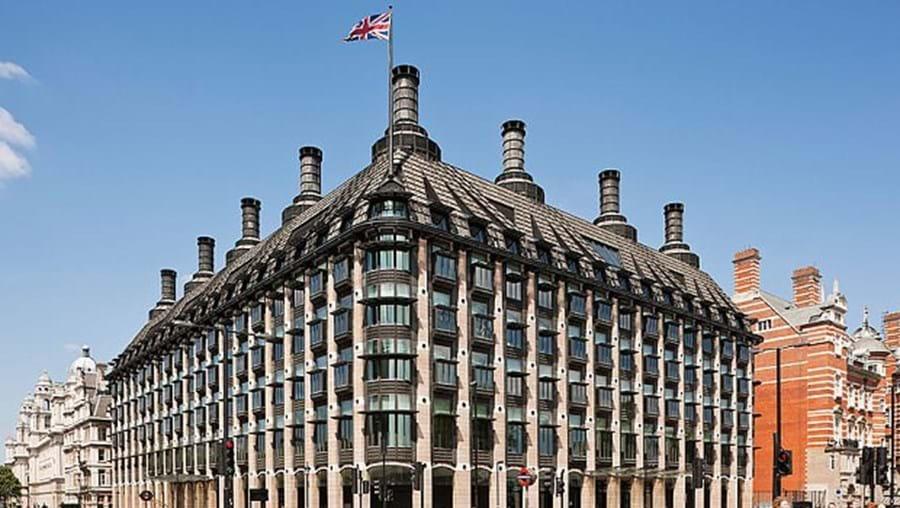 Portcullis House abriga os escritórios dos deputados, salas das comissões e restaurantes