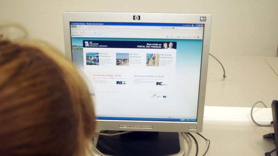 AT avisa cidadãos para não confundirem o Portal das Finanças com o 'site' Novo Portal de Finanças Online