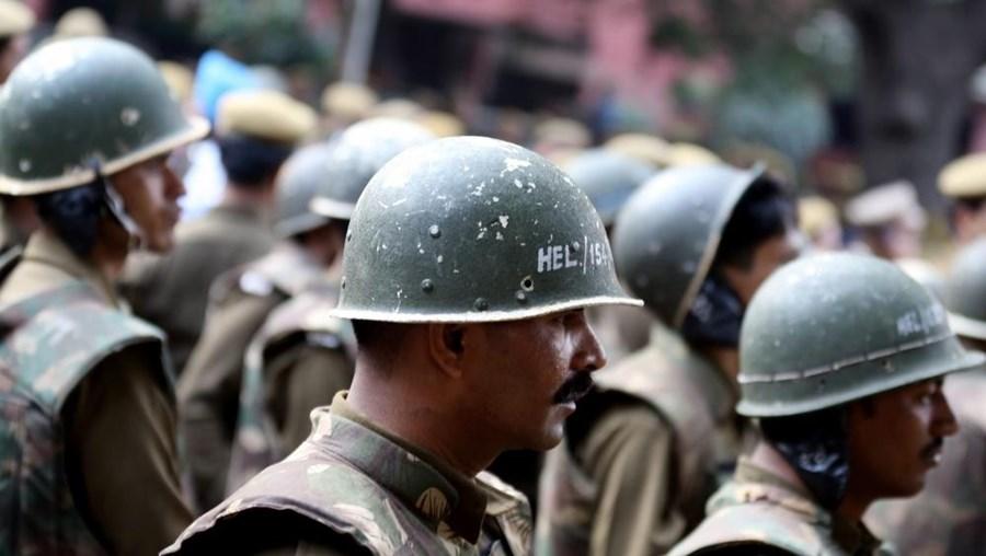 A polícia continua a procurar Rampal Maharaj, que acredita estar ainda escondido no 'ashram'