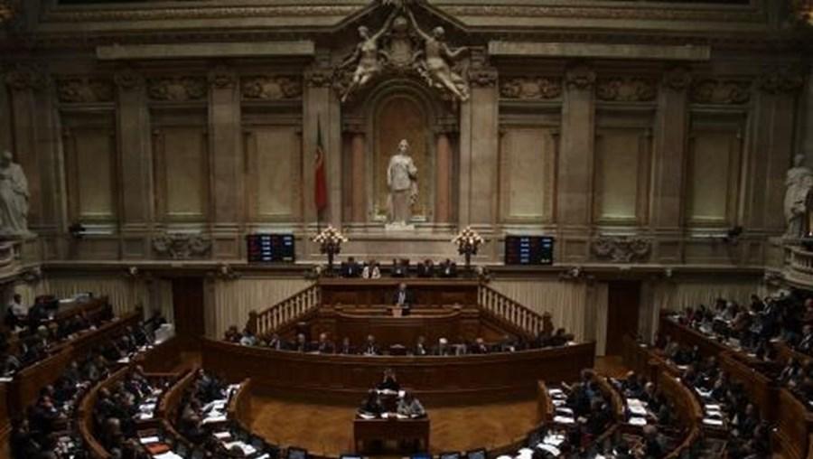 É a Assembleia das República que atribui as subvenções vitalícias