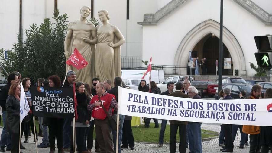 Trabalhadores protestam contra eliminação injustificada dos postos de trabalho