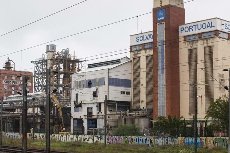 A origem do foco da batéria poderá ter estado nesta fábrica.