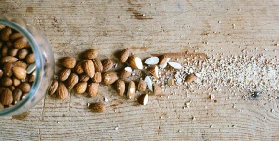 Desde a Antiguidade que as amêndoas estão associadas à fertilidade. A alta concentração de vitamina E e magnésio fortalece os músculos e garante orgasmos mais intensos e duradouros
