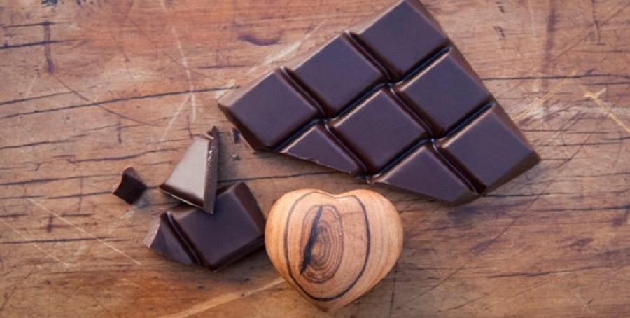 O cacau, ingrediente base do chocolate, contém feniletilamina, um estimulante que ajuda na excitação e na criação de um espaço psicológico ideal para a prática do sexo