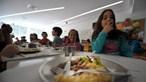 Cantinas escolares dão refeições a pais e filhos