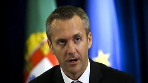 Governo: EP cobram menos do que Privados