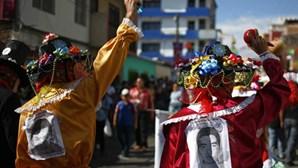Famílias dos estudantes desaparecidos pedem ajuda ao papa