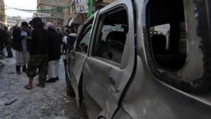 Cinco bombas atingem capital do Iémen