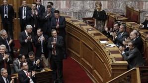 Parlamento grego falha de novo eleição de presidente