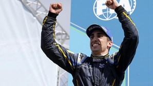 Buemi continua como piloto de reserva da Red Bull em 2015
