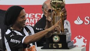 Ronaldinho ameaçado de despedimento