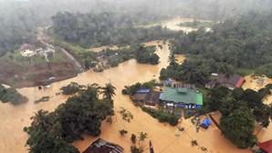Oito mortos nas inundações da Malásia