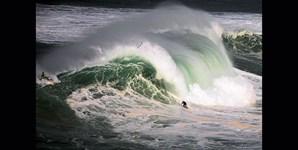 Também em outubro a 'caça' à onda continuou na Nazaré