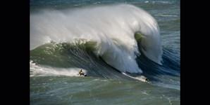 As motos de água, as parceiras imprescindíveis para apanhar as ondas gigantes, e quase sempre a primeira forma de socorro em caso de acidente no mar