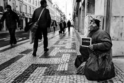 De nacionalidade turca, está em Portugal há pouco tempo. Nunca conseguiu arranjar trabalho. Queria ser informático