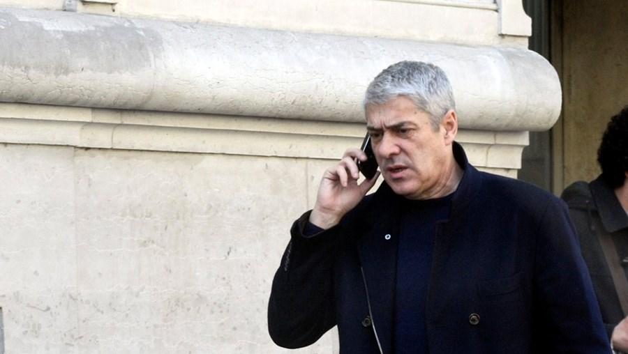 José Sócrates pediu ao seu advogado que contactasse o DCIAP. Estava disposto a apresentar-se à Justiça para evitar o cumprimento do mandado de detenção