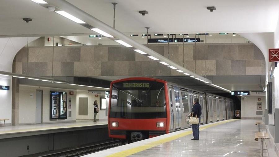 As composições do Metro voltam a circular na terça-feira
