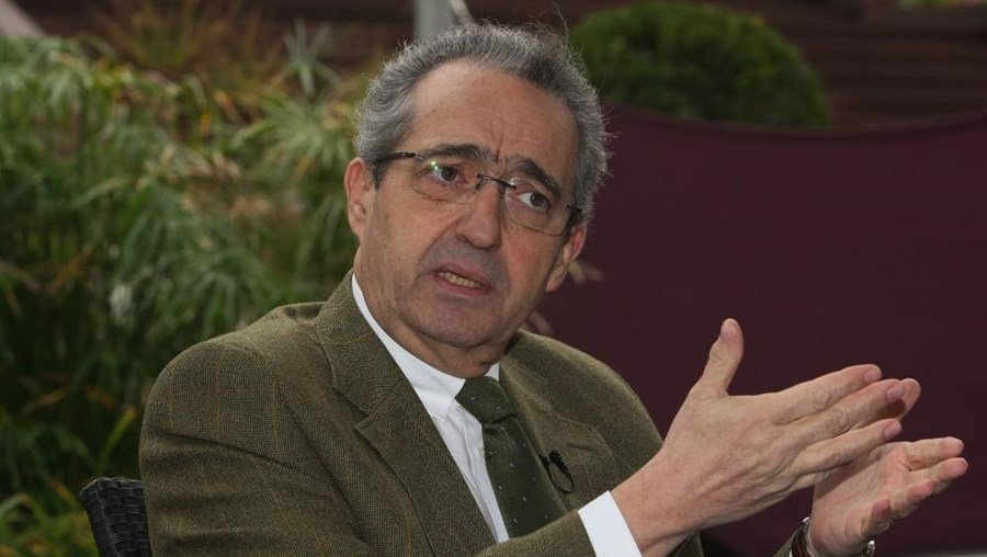Ribeiro e Castro mostra-se indignado com a posição da Comissão Europeia.