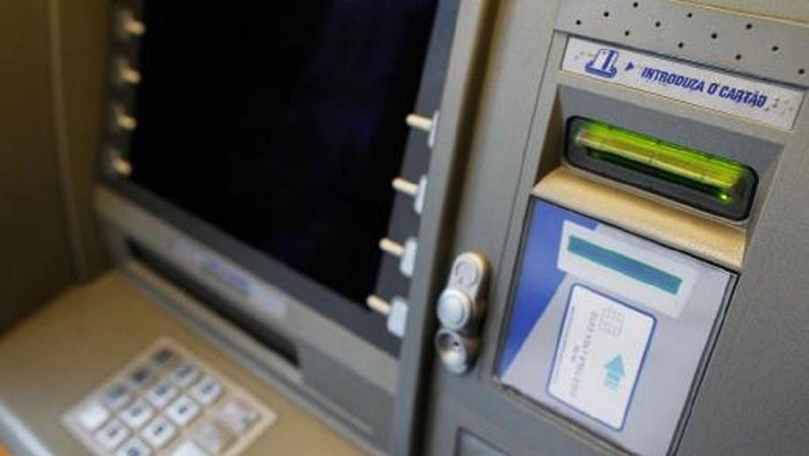 Entre 24 de novembro e 21 de dezembro, foram levantados na caixa de multibanco 2.245 milhões de euros
