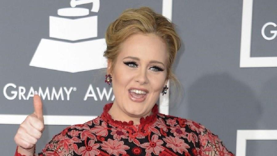 Adele é uma das celebridades que aderiu ao movimento ambiental. A cantora já não lava o cabelo