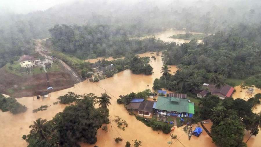 Estados de Kelantan e de Terengganu estão a ser os mais fustigados pelas chuvas fortes