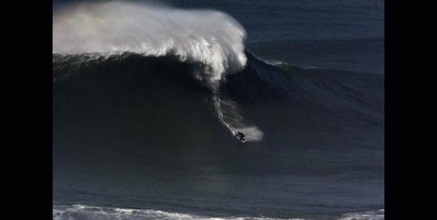 As primeiras imagens do surfista nas ondas gigantes da Nazaré datam de 2010