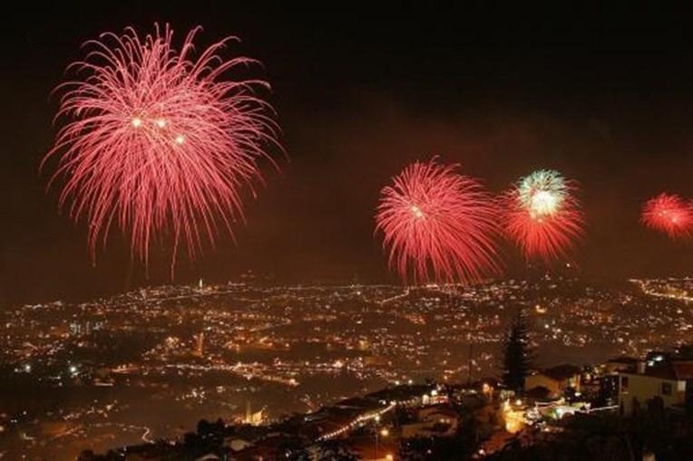 Vista panorâmica do fogo de artificio no réveillon do Funchal, na Madeira