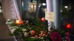 Milhares de pessoas homenageiam vítimas em Paris