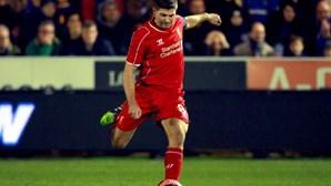 Liverpool admite permanência de Gerrard por empréstimo