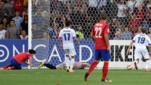 Dois golos de 'Sonaldo' colocam Coreia do Sul nas 'meias'