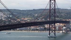 Choque em cadeia corta acesso à Ponte 25 de Abril no sentido Almada-Lisboa