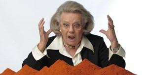 Filipa Vacondeus fotografada junto de um monte de paprica