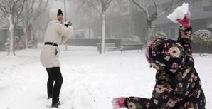 A neve divertiu crianças e adultos na Guarda