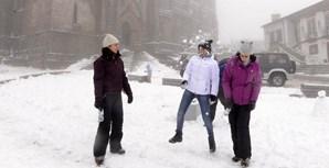 Previsões de queda de neve podem levar as autarquias a cancelar o transporte escolar e os alunos poderão faltar às aulas e ficar em casa