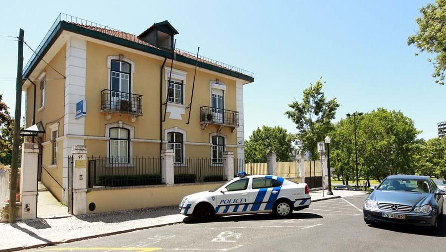 Homem agrediu polícia que estava à porta da esquadra da Praça de Espanha
