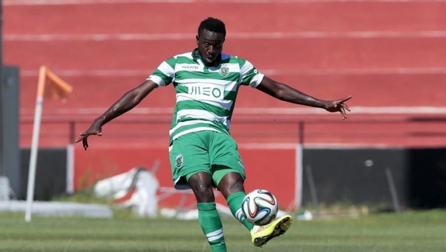 Médio camaronês tornou-se no segundo jogador 'verde e branco' cedido ao emblema arouquense