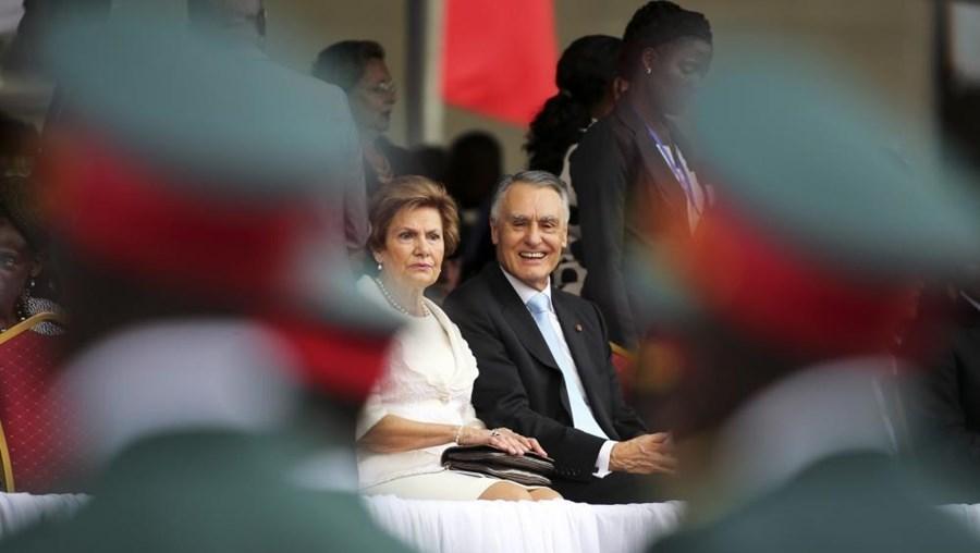 Aníbal Cavaco Silva e Maria Cavaco Silva durante a tomada de posse do presidente moçambicano