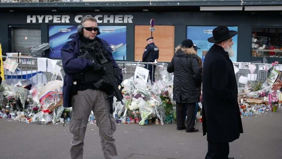 Governo de Manuel Valls promete fazer tudo para evitar atentados como os de há 15 dias em Paris