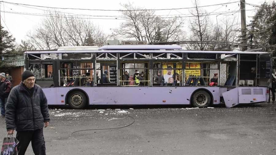 Treze civis morreram em Donetsk quando o autocarro onde seguiam foi atingido por um obus