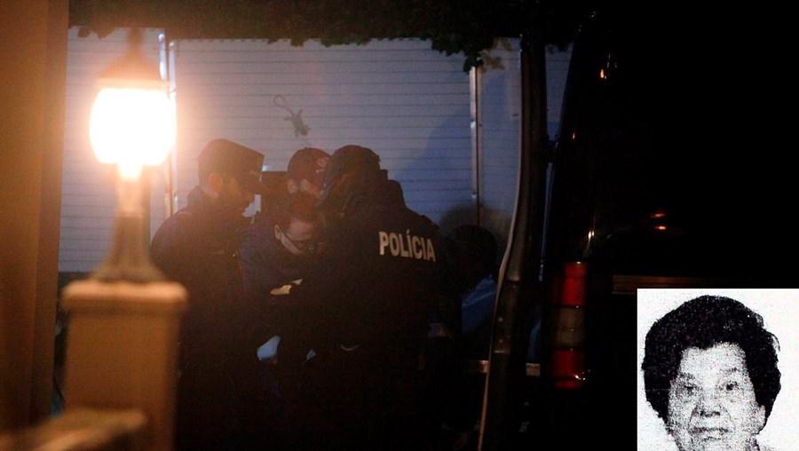 Os corpos de Judite e Mário Fernandes foram retirados da vivenda pela PSP. Sobre o corpo da idosa foi encontrada uma flor. Marido suicidou-se a poucos metros