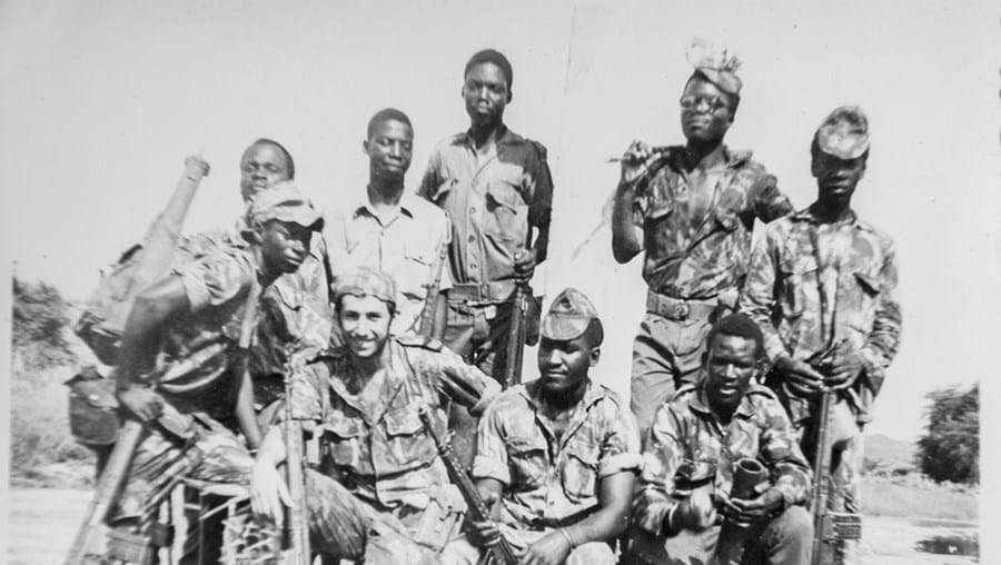 Grupo de combate no quartel de Marara