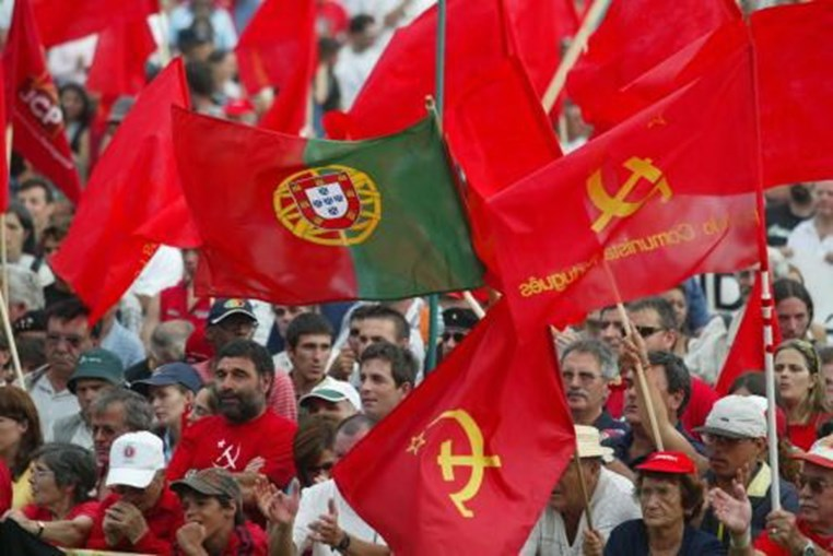 Militantes do PCP na Festa do Avante