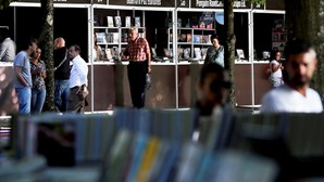 Vendidos menos 100 mil livros
