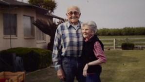 Casados há 67 anos morrem de mãos dadas