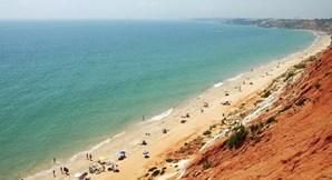 Praia da Falésia, em Portugal