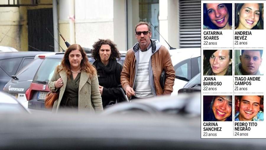 Advogada, irmã e pai de João Miguel Gouveia na chegada ao tribunal