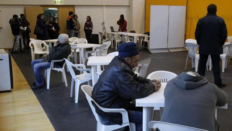 Os sem-abrigo foram acolhidos no Pavilhão Desportivo do Casal Vistoso, no Areeiro