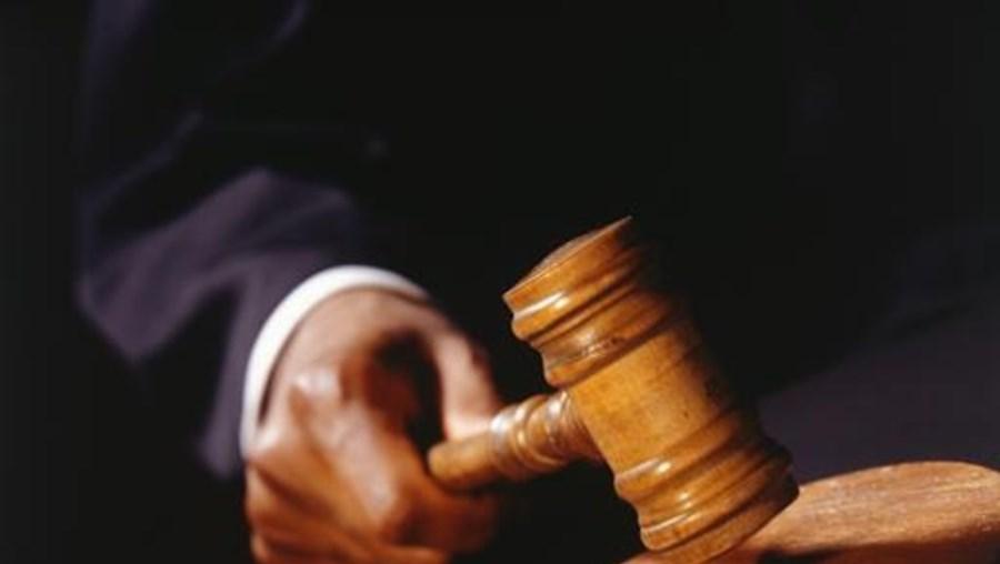 O Tribunal da Relação decidiu revogar a sentença recorrida