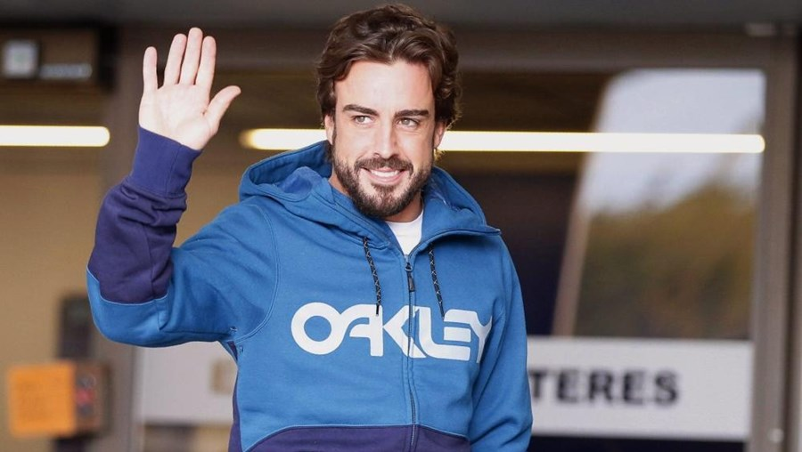 Fernando Alonso à saída do hospital